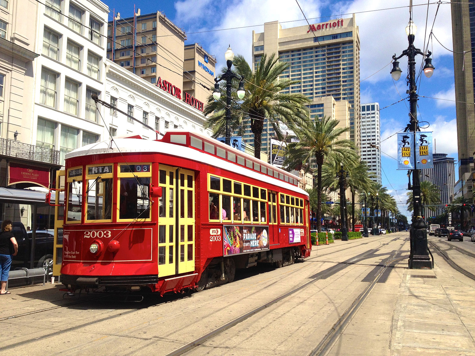 1600px-Canal_Streetcar_in_New_Orleans,_Louisiana,_USA.jpg