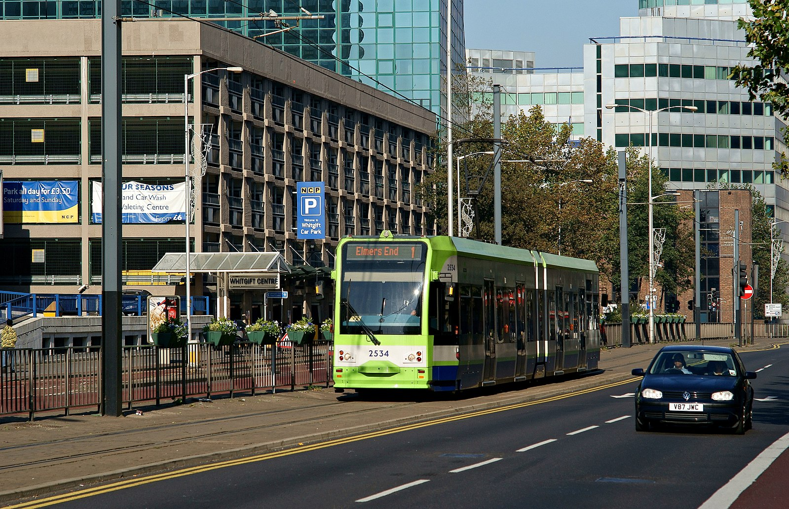 Tram_in_Wellesley_Road,_Croydon_(geograph_2657910).jpg
