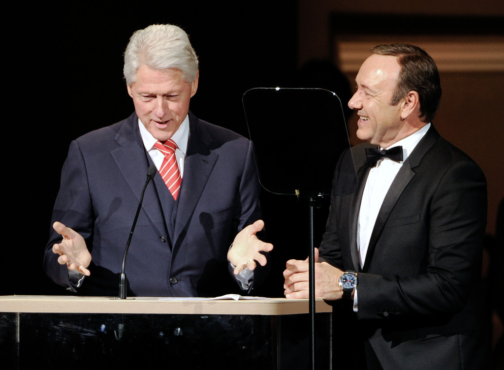 Bill Clinton jokes with Spacey at benefit concert
