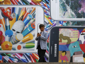 Samsung executive says Galaxy S5 to outsell S4, sees second quarter rollout for Tizen phone