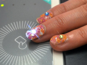 Japan firm offers glowing fingernails for those phoning home