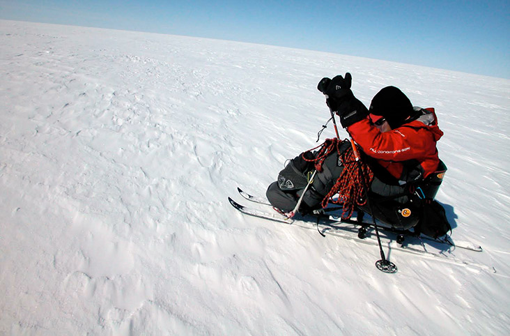 Skiing across the Greenland icecap