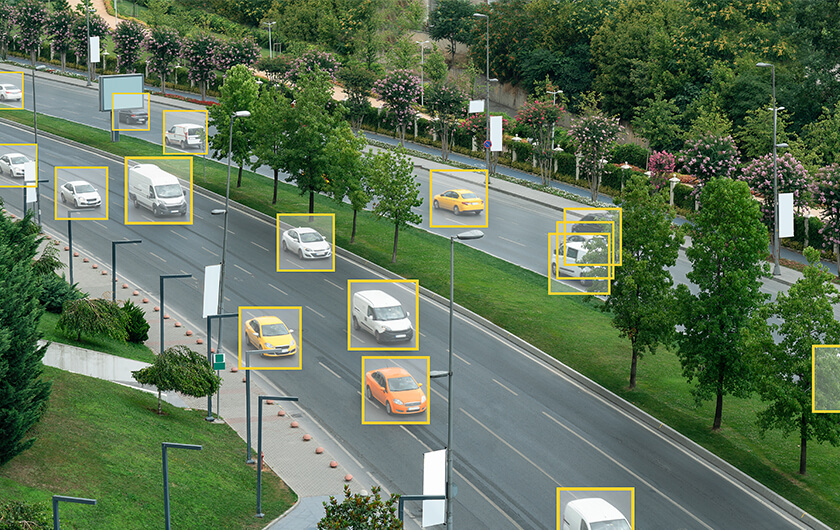 メインビジュアル : 立ち往生や異常走行する車をAIで検知し道路を安全に