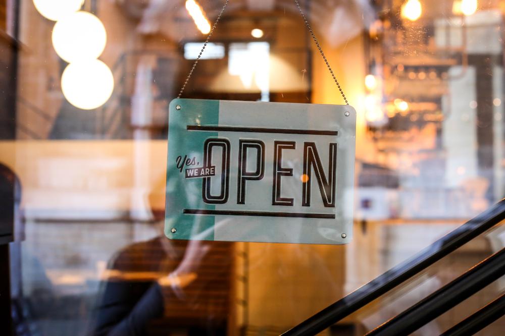 メインビジュアル : デジタルマーケティングの鍵を握る「顧客中心の体験創出」