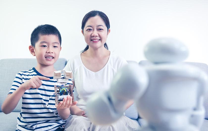 メインビジュアル : AI ×ロボット技術で人に寄り添う(感情表現編)