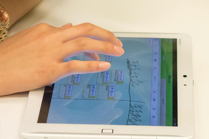 メインビジュアル : 学生同士が教え合う新しい学びの形。ICTが実現する「協働学習」の中身とは?
