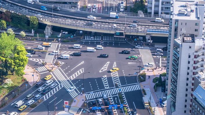 メインビジュアル : 車が走って渋滞を解消!?走行データで安全・快適な道路づくり