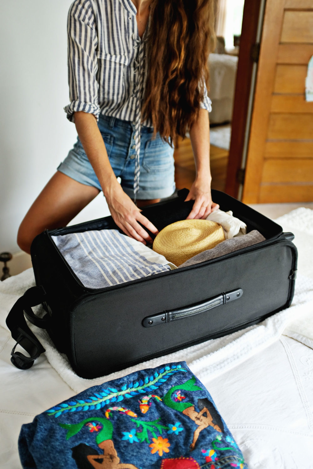 ohdeardrea-travel-how-to-pack-a-hat-blog-1.jpg