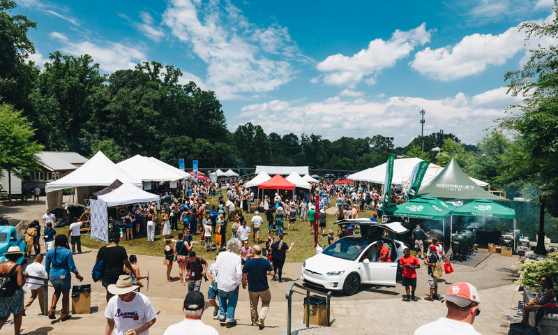 It's gathering of food lovers ready for delicious eats! (Photos: Chris Watkins)