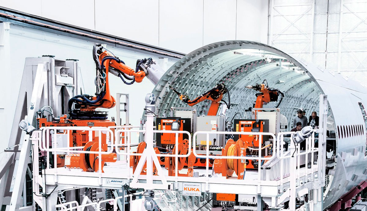 Main visual : How to collaborate hand-in-hand with the robots for safer, more productive factory