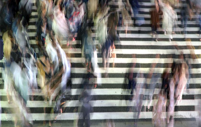 メインビジュアル : スマホのWi-Fi信号で人の流れや混雑を見える化する「人流動解析」とは