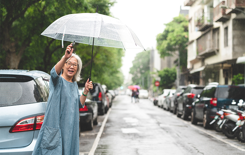 メインビジュアル : 高齢化や過疎化が進む社会。地域住民の「交通手段」をどう確保するか