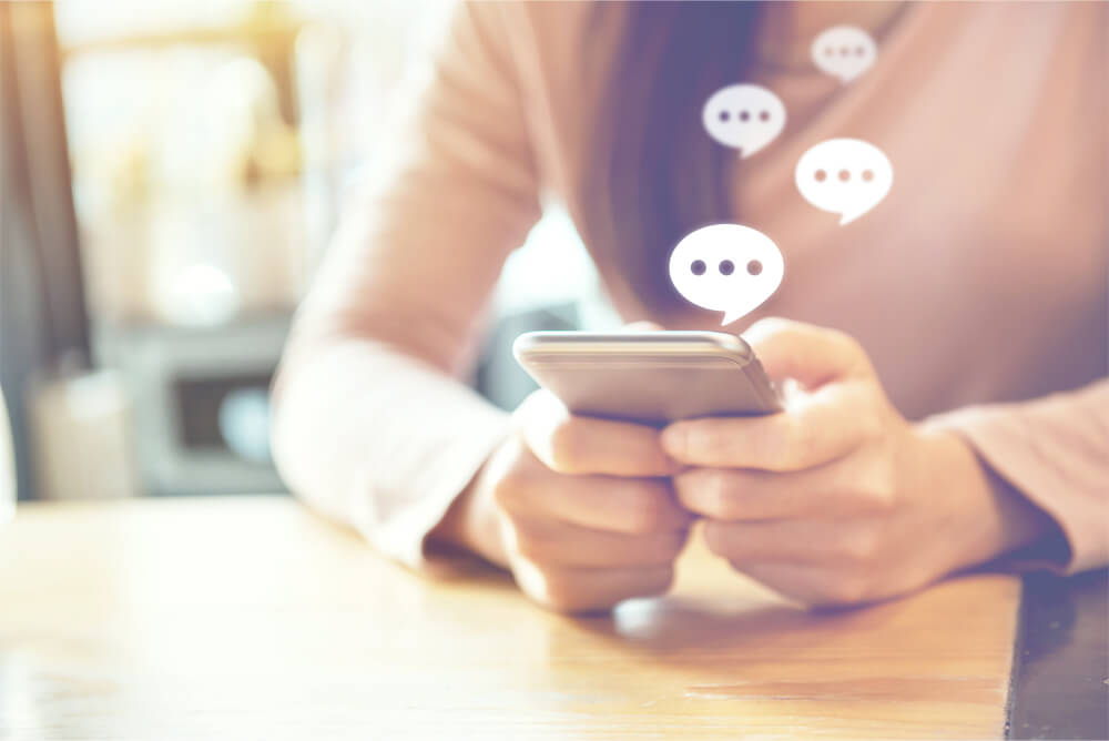 メインビジュアル : 金融業界で広がるメッセージアプリ活用 ~顧客接点の品質向上でインドの銀行ではコンバージョン率300%増の事例も~