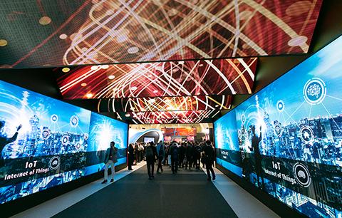 メインビジュアル : 【速報:前編】最先端のAIやIoTでお客様のデジタル革新に共に挑む!「富士通フォーラム2018」イベントレポート