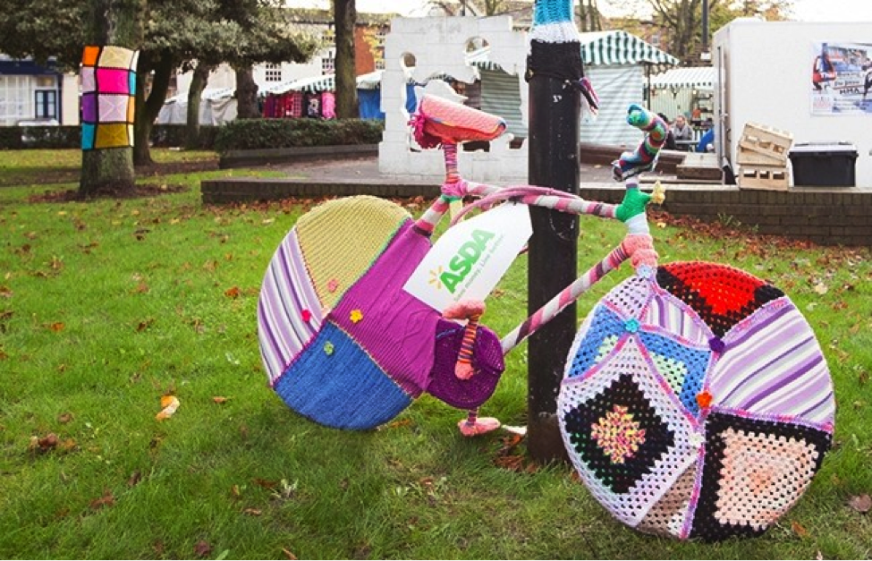 Ejemplo de acción de marketing de guerrilla, Yarn Bombing