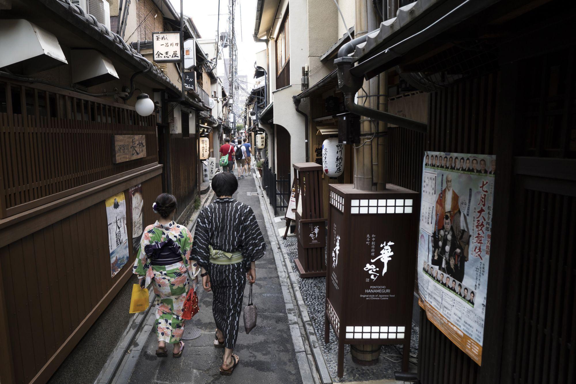 Ayai Tomisawa and Rie Morita, ©2019 Bloomberg L.P.