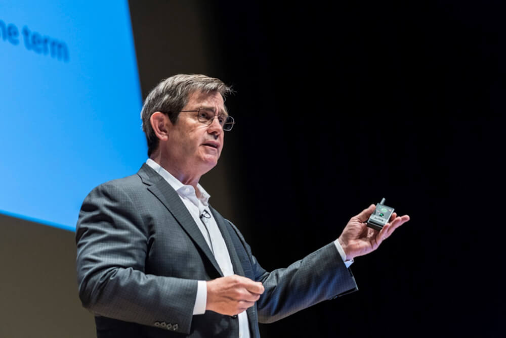 """メインビジュアル : デジタル時代の成長戦略 キーワードは""""オープン・イノベーション"""""""