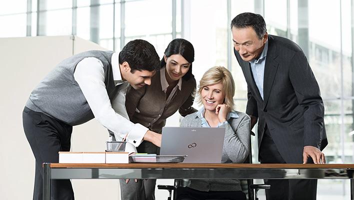 メインビジュアル : グローバルでの社内コミュニケーション基盤を刷新し、「3つの働き方」改革を実現