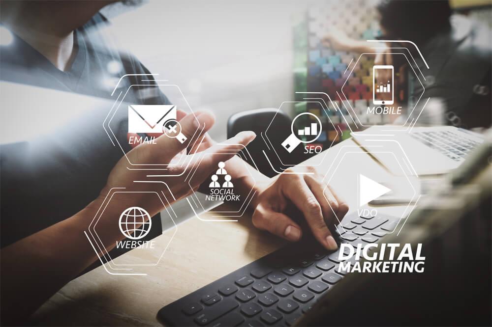 メインビジュアル : 顧客起点のデジタルマーケティングで企業を変革[前編]