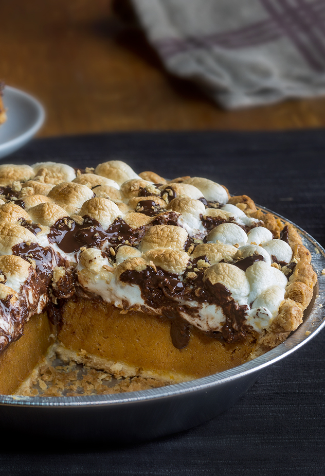 Smores-Pumpkin-Pie_Marie-Callendars-Pumpkin-Treats_Fall-2015_vertical.jpg
